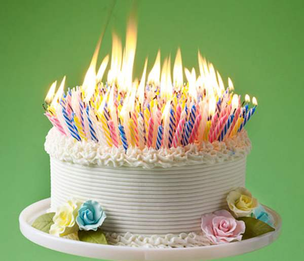 picture-of-a-birthday-cake-with-lots-of-candles